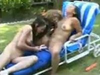 Lesben beim Gruppensex im Anpissen Porno
