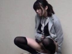 Pinkelndes Asia Teenie pisst ungeniert
